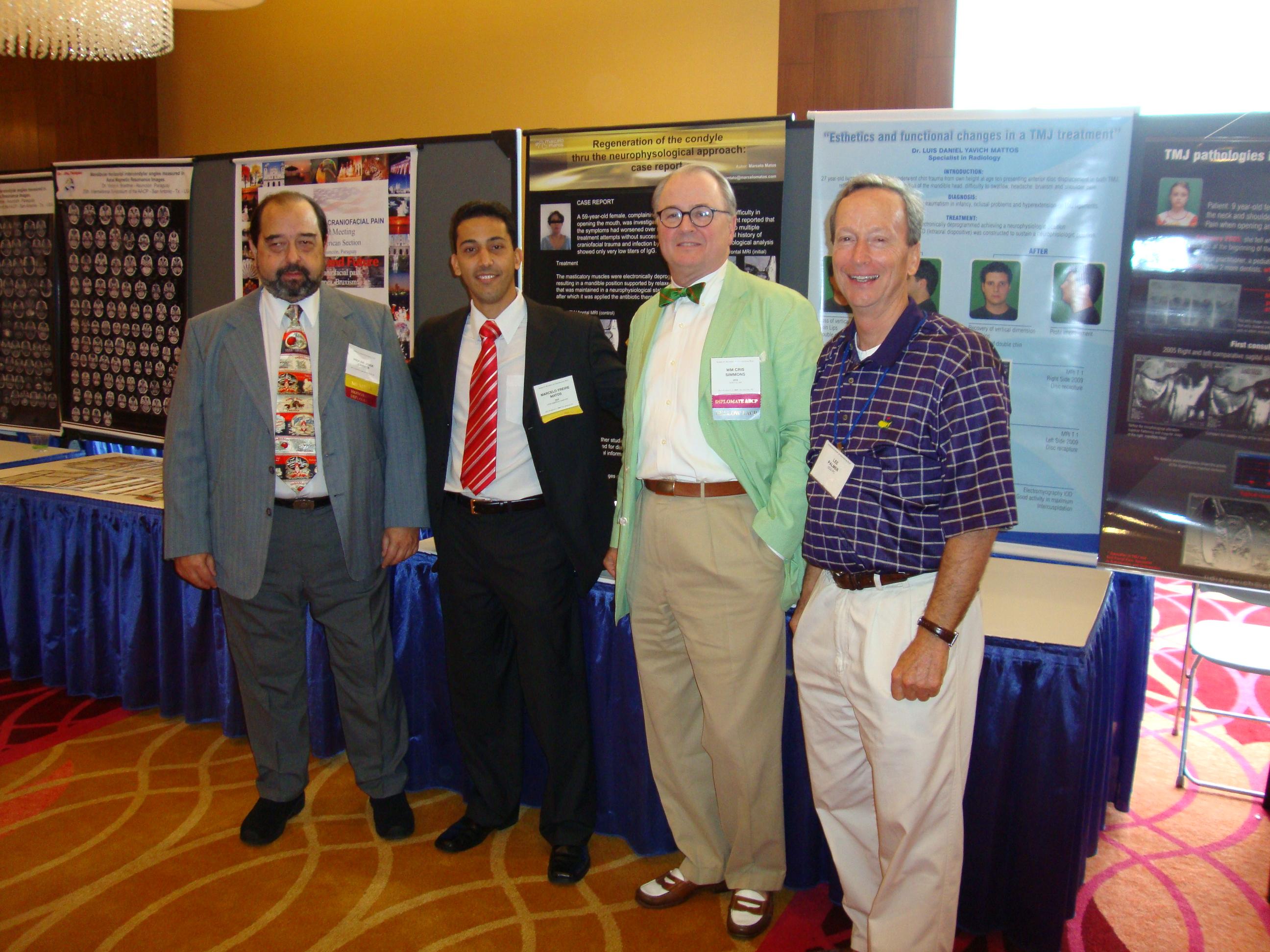 Prof. Dr. Jorge Learreta (à esq.), eu, Dr. Cris Simmons e Dr. Lee Palmer